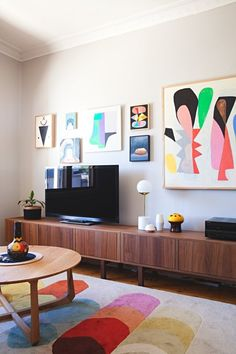 Don't Be a Square: Living Rooms Expertly Rocking Round Coffee Tables — Rooms That Get It Right
