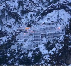 A place with variations of weather at every time will give you a memorable visit here. Vaishno Devi Mandir is a Hindu temple dedicated to the Hindu Goddess, located at the Trikuta Mountains within the Indian state of Jammu and Kashmir