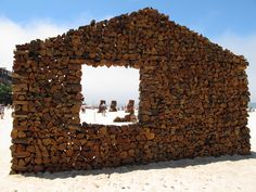Sculptures by the Sea. Log house, Bondi 2011
