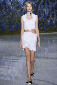 http://www.vogue.co.uk/fashion/spring-summer-2016/ready-to-wear/christian-dior/full-length-photos/gallery/1495188