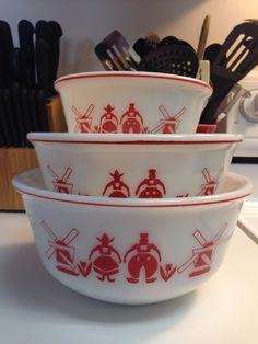 Hazel Atlas Red Dutch Windmill Mixing Bowl Set by thetrendykitchen on Etsy