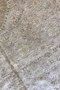 Closeup of a Mamluk transitional wool area rug. This hand-knotted area rug is made from wool on a cotton foundation. It features a stunning geometric pattern in a neutral colour combination. Medium pile. Excellent for high traffic areas.  #rugs #rug #arearug #handmade #handknotted #transitionalrug #woolrug #design #decor #homedesign