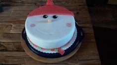 Mütze aufsetzen und draußen die ersten Schneeflocken genießen. Dieses coole Tortenbild hat uns Melanie zugeschickt.  Hierfür hat Sie unseren Rollfondant in verschiedenen Farbe genutzt. Toll gemacht! #tolletorten #rollfondant #schneemann #weihnachtszeit #kuchen #torte   http://www.tolletorten.com/Fondant-Marzipan-Co:::409.html
