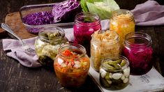 The wellness industry is full of discussions over ways to keep the gut microbiome healthy. Not a bad idea since having a healthy gut correlates with improved mood, better skin. Kombucha, Organic Yogurt, Low Carb Diets, Kimchi, Leaky Gut, Microbiome Diet, Filling Food, Fermented Foods, Sauerkraut