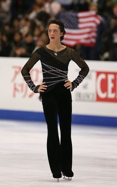Johnny Weir of USA competes in the men's free skate during the World Figure Skating Championships at the Tokyo Gymnasium on March 22, 2007 in Tokyo, Japan.