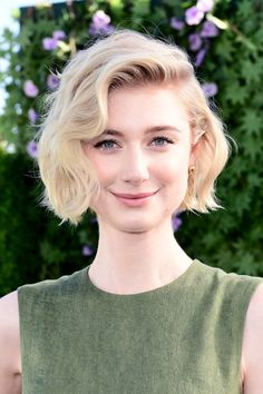 Elizabeth Debicki Photos - Elizabeth Debicki attends the photo call for Columbia Pictures' 'Peter Rabbit' at The London Hotel on February 2018 in West Hollywood, California. - Photo Call for Columbia Pictures' 'Peter Rabbit' Short Wavy Bob, Wavy Bobs, Short Hair Cuts, Short Hair Styles, Marion Cotillard, Stacked Bob Hairstyles, Bob Haircuts, Elizabeth Debicki, Cut And Color