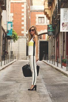 teenvogue, Priscila Betancort, MY SHOWROOM, blog de moda, Carlos Toun, fashion blog, blanco y negro, dior mohotani, tacón ancho, bolso negro, look de trabajo, Zara, el mejor blog de moda,