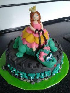 Prinses op draakje taart