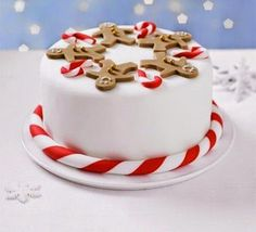 christmas cake our step-by-step guide to icing a fruitcake with white fondant and marzipan, then decorate with smiling gingerbread men and cute candy canes Christmas Cake Designs, Christmas Cake Pops, Christmas Cake Decorations, Holiday Cakes, Christmas Goodies, Christmas Desserts, Christmas Treats, Simple Christmas, Fondant Christmas Cake