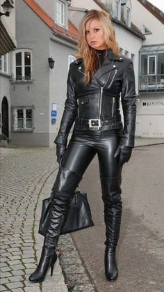 Leather Outfit Collection i think that the leather outfit on this model is a nice Leather Outfit. Here is Leather Outfit Collection for you. Leather Outfit learn all about jewelry here in this article leather pants. Leather Outfit d. Pvc Fashion, Fashion Moda, Leather Fashion, Look Fashion, Womens Fashion, Leather Trousers, Leather Gloves, Leather And Lace, Black Leather Dresses
