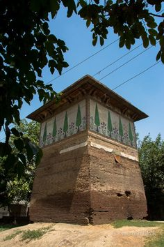 Saruwala Maqbara (The Cypress Tomb) - Deteriorating structures/monuments of Mughal Era on Grand Trunk Road near Begumpura and Baghbanpura (Village of Gardeners) commonly known as Baghwanpura. #LocallyLahore