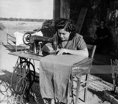 'Italian colonists in Libya' military colonization of the Cyrenaica region: young italian woman living in the italian colony sewing with a Singer-sewing machine - 1942- Photographer: Steinhoff- Published by: 'Berliner Illustrirte Zeitung' 33/1942Vintage property of ullstein bild