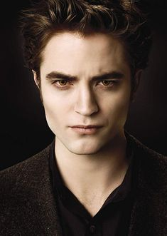 Robert Pattinson as Edward Cullen Acteur in Twilight with color lens Fashion Lentilles in color: Twilight. Now you can be a perfect vampire. Twilight Edward, Twilight Film, Twilight Saga New Moon, Vampire Twilight, Twilight Saga Series, Twilight Quotes, Twilight Breaking Dawn, Edward Bella, Twilight Pictures