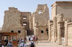 2-tägiger Ausflug nach Luxor mit dem Bus ab Hurghada  2-tägiger Ausflug nach Luxor mit dem Bus ab Hurghada, Besichtigen Sie die Sehenswürdigkeiten in Luxor: Terrassentempel von Königin Hatschepsut. Karnak Tempel , Memnon Kolosse und Luxor Tempel.....www.book-tour-egypt.com