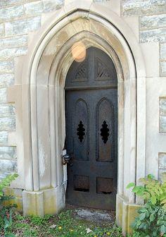 Old Cemeteries, Graveyards, Monster Mud, Grave Markers, Ghost Pictures, Memento Mori, Hocus Pocus, Doorway, Columns