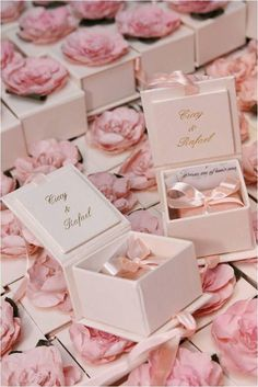 Pink Wedding Decor: 84 inspiring photos – New decoration styles – The Best Ideas Wedding Gifts For Guests, Wedding Favours, Wedding Cards, Diy Wedding, Party Favors, Dream Wedding, Wedding Invitations, Wedding Day, Wedding Souvenir