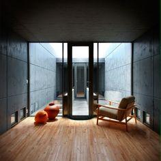 大阪 Row House (Azuma House) by Tadao Ando, photo by Matheus Passos Arch Interior, Best Interior Design, Interior And Exterior, Interior Decorating, Tadao Ando, Casa Azuma, Koshino House, Lampe Tactile, Casa Patio