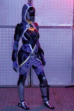 In a lot of the Tali cosplays the helmet just doesn't see to be correctly proportioned. Description from loschaos.com. I searched for this on bing.com/images Zombie Cosplay, Halloween Cosplay, Best Cosplay, Halloween Costumes, Awesome Cosplay, Tali Mass Effect, Mass Effect Cosplay, Cosplay Outfits, Cosplay Girls