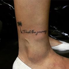 101 Unique Travel Tattoos to Fuel Your Eternal Wanderlust - Warning: only committed travelers allowed. If you have a never-ending case of wanderlust, this awe-inspiring ink is perfect for you. Check out all 101 of our Iris Tattoo, Form Tattoo, Shape Tattoo, Tattoo Pain, Tattoos For Women Small, Small Tattoos, White Tattoos, Tiny Tattoo, Sommer Tattoo