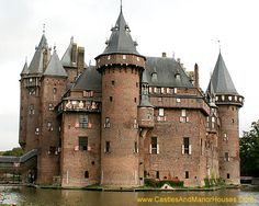 Kasteel de Haar (Castle De Haar), near Haarzuilens, Province of Utrecht, Netherlands..... http://www.castlesandmanorhouses.com/photos.htm