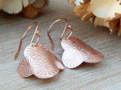 Boucles d'oreilles ethniques,boucles d'oreilles cuivre,cuivre gravé,cuivre brut,idée cadeau noël,fait main. : Boucles d'oreille par ambreline