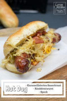 Ein deutscher Hot Dog: Karamellisiertes Sauerkraut, Speck, Honig-Senf-Sauce, Cheddar und eine fantastische Rindsbratwurst. Was will man mehr?  #HotDog #ZeGerman #Deutsch #Sauerkraut