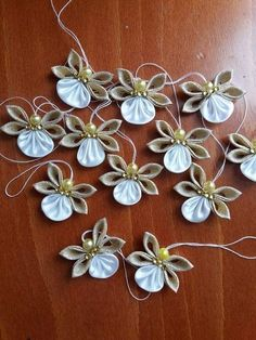 How to make unique Christmas tree decorations - Awesome DIY Project - MyKingList . How to make unique Christmas tree decorations - Awesome DIY Project - MyKingList. - Be Creative (Ideas to be done) . Unique Christmas Trees, Diy Christmas Ornaments, Beautiful Christmas, Christmas Tree Decorations, Christmas Wreaths, Angel Ornaments, Beaded Ornaments, Christmas Gifts, Pinterest Christmas Crafts
