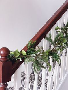 Five steps to simple but beautiful contemporary Christmas garlands, pimped with fresh pine, eucalyptus and baubles. Christmas Garlands, Plant Hanger, Pine, Fresh, Contemporary, Heart, Simple, Plants, Beautiful