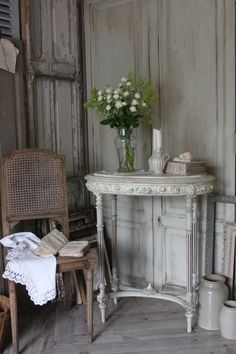 Wood vintage home decor and for more daily inspiration and updates on all things vintage, please come and say hi at https://www.facebook.com/SilverandGreyLoveVintage