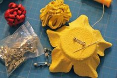 The is the grund, warum Leder-Accessoires nie from the mode, the preservation your optics and quality of th. Leather Diy Crafts, Leather Projects, Leather Crafting, Making Fabric Flowers, Flower Making, Diy Flower, Leather Jewelry Making, Leather Necklace, Recycled Leather