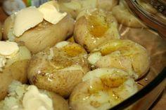 Chutia vám zemiaky? Ako často si ich doma pripravujete? Zemiaky sú dobrým zdrojom vitamínov a minerálnych látok. Stredne veľký zemiak s kožou obsahuje 27 mg vitamínu C, čo je takmer polovica odporúčanej dennej dávky.  Zemiaky obsahujú aj vitamíny skupiny B a kyselinu listovú. Sú dobrým zdrojom esenciálnych minerálov, vrátane železa, draslíka a horčíka. Zemiaky majú vysoký obsah vlákniny. Mnohé