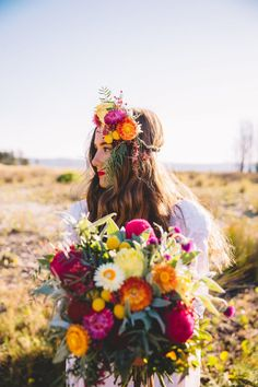 boho bride with colourful flower crown and bouquet Boho Flowers, Flowers In Hair, Boho Wedding Flowers, Colourful Wedding Flowers, Wedding Colours, Mexican Flowers, Spanish Flowers, Bride Flowers, Bride With Flower Crown