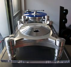 Oracle Audio CD 2000 MkII CD Player and Delphi MkVI Turntable