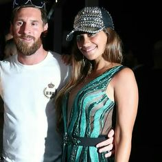 Lio and his wife together in a party Messi And Wife, Lionel Messi Family, Antonella Roccuzzo, Argentina National Team, Messi 10, Romantic Moments, Latest Sports News, Football Players, Athletic Tank Tops
