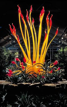 "DALE CHIHULY   TORCHIER, 2003   133 x 70""   ""CHIHULY AT THE CONSERVATORY""   OCTOBER 11, 2003 - JULY 4, 2004   FRANKLIN PARK CONSERVATORY   COLUMBUS, OHIO"