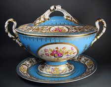 Tureen cover and stand Sevres style