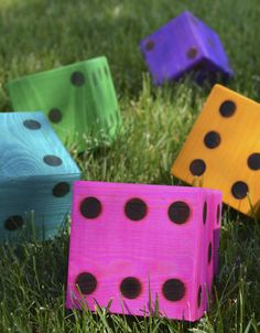 DIY yard dice for making your own life-size outdoor games! - Use wood blocks and paint to make giant dice - DIY games - outdoor party - wood burning - jumbo dice - yard game