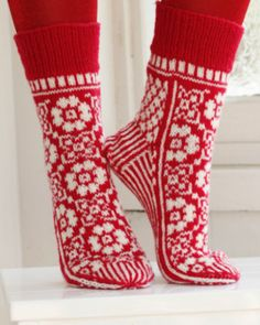 Socks & Slippers - Free knitting patterns and crochet patterns by DROPS Design Crochet Socks, Knitting Socks, Knit Crochet, Knitting Patterns Free, Knit Patterns, Free Knitting, Free Pattern, Drops Design, Wool Socks