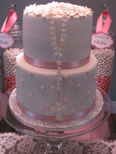 I like the cakes with the rosaries. First Communion Cakes, First Holy Communion, Comunion Cakes, Christian Cakes, Baptism Cupcakes, Religious Cakes, Confirmation Cakes, Christening Party, Gateaux Cake