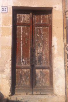 Puerta  antigua  Fotografía tomada por mi