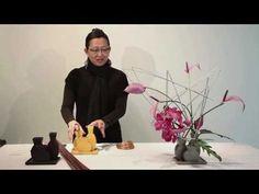 Angular yes & Flower Video, Flower Show, Creative Flower Arrangements, Floral Arrangements, Flower Decorations, Church Decorations, Ikebana Sogetsu, Mechanical Design, Garden Club