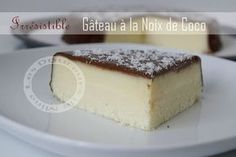gâteau a la noix de coco 190 g de noix de coco râpée 50g de maïzena 3 œufs 3cl de lait 20 cl de crème liquide 1 boite de lait concentré sucre 397g 2 cac bombées de sucre glace. Glaçage 10g chocolat noir 10 cl de crème liquide Desserts With Biscuits, No Cook Desserts, No Cook Meals, Dessert Recipes, Different Cakes, No Sugar Foods, Coconut Recipes, Caramel Apples, Chefs