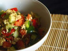 """Griechischer salat mir veganem """"feta"""" aus karfiol"""