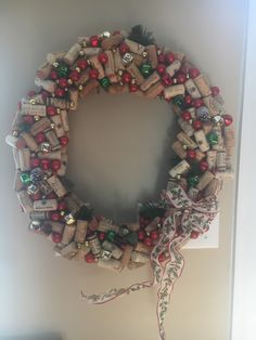 Check out this fun cork wreath. Find lots of DIY ideas on our blog for crepe paper flower #cartefinicrepepaper #cartefini #corkcrafts