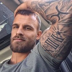 Did this photo stop your scroll? What caught your attention first? Was it the tattoos? The beard? The hair style ? Moustache, Beard No Mustache, Sexy Tattooed Men, Bearded Tattooed Men, Beard Lover, Man Beard, Sexy Beard, Great Beards, Inked Men