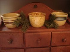 small yelloware custard cups, I recognize this pic from Linda Rudman! Primitive Antiques, Country Primitive, Primitive Decor, Primitive Kitchen, Prim Decor, Country Decor, China Kitchen, Kitchen Ware, Antique Stoneware