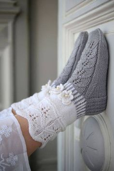 "Strickanleitung Wollsocken ""Veilchen"" Strickanleitung: Wollsocken ""Veilchen"" – amicella Related posts:Twinkle Little Stars Square Crochet Free Pattern - Crochet & KnittingHow to Join Yarn with the Magic Knot Crochet Socks, Knitted Slippers, Wool Socks, Knitting Socks, Knit Crochet, Crochet Blankets, Knitting Patterns Free, Free Knitting, Baby Knitting"