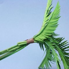 Miniature wired palm fronds are grouped together and wrapped to make a miniature palm tree. Miniature Palm Trees, Miniature Plants, Miniature Fairy Gardens, Paper Palm Tree, Mini Palm Tree, Gingerbread Christmas Decor, Christmas Nativity Scene, Christmas Diy, Paper Leaves