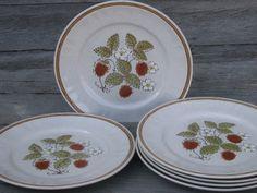 Photo of 6 vintage Japan stoneware dinner plates, Hearthside Berries N Cream #1