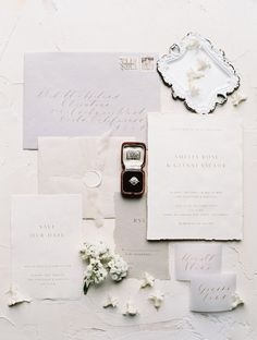 Hochzeit Beauty Editorial Todays classic wedding editorial will draw you in with French Provencal dreaminess, textured neutrals and glowy candlelight. Wedding Invitation Wording, Modern Wedding Invitations, Wedding Stationary, Invitation Suite, Invitation Cards, Invitation Design, Event Invitations, French Wedding Style, European Wedding